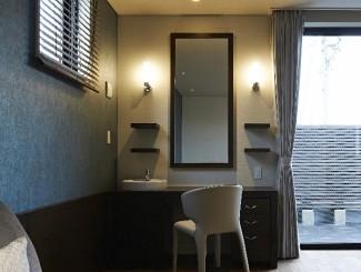 ウォールナットの建具・家具