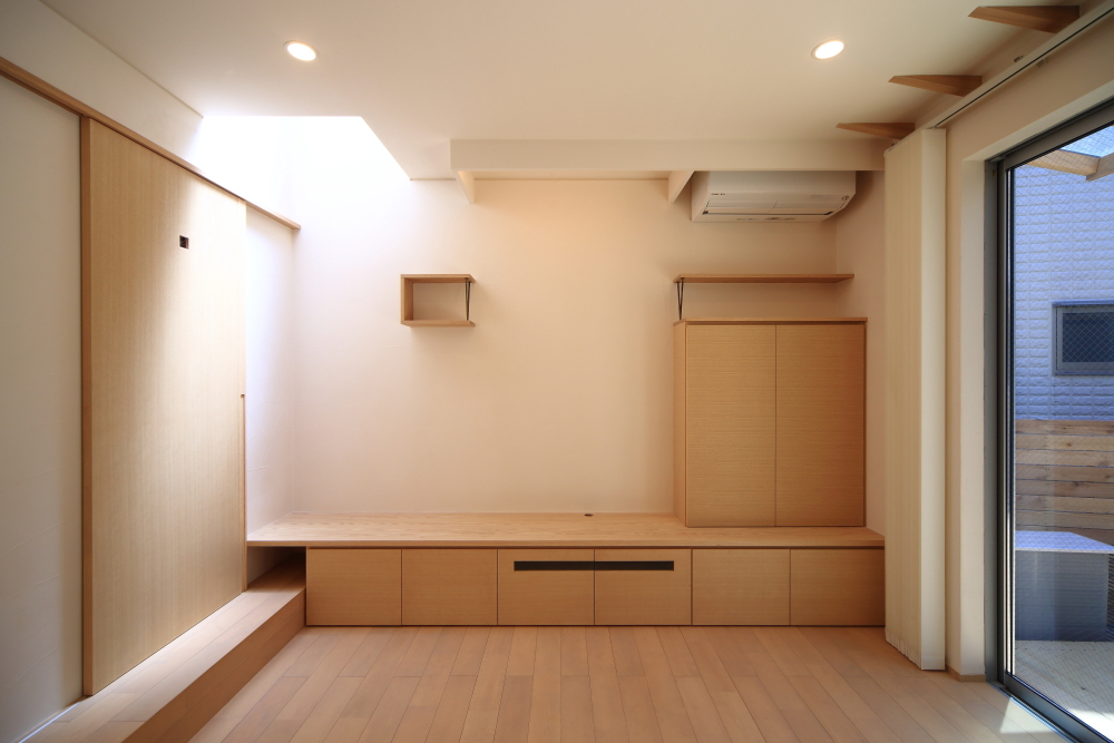 ホワイトアッシュ材の家具・建具・太鼓貼襖